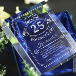 Statuetka szklana na rocznicę ślubu z grawerowaniem