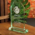 Zdjęcie produktu Time - grawerowana szklana statuetka z zegarem na dowolną okazją