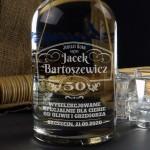 Zdjęcie produktu Jubilat Roku - grawerowana wódka Dębowa z personalizacją na urodziny