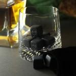 Zdjęcie produktu Serce - grawerowane kostki kamienne do whisky z personalizacją dla pary