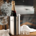 Zdjęcie produktu Personalizowany Moët & Chandon w zestawie z grawerowanymi szampanówkami i chłodziarką na rocznicę
