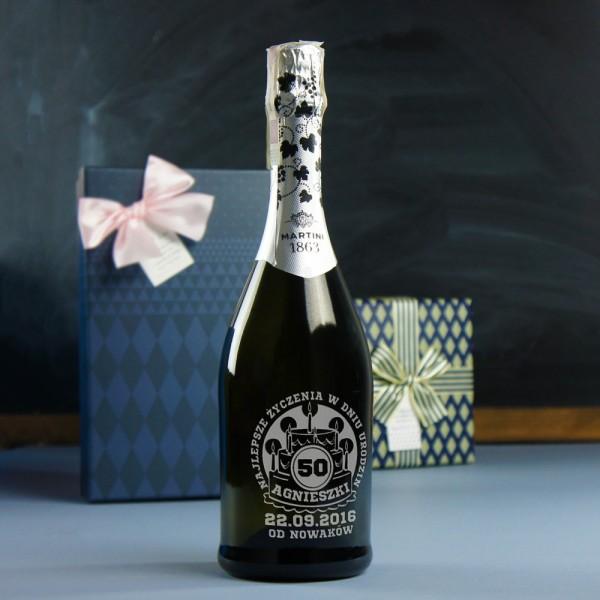 Wino musujące grawerowane na urodziny