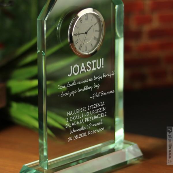 Time - grawerowana szklana statuetka z zegarem na dowolną okazją