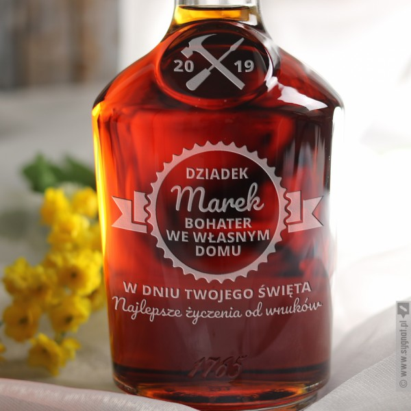 Hennessy Bohatera - grawerowany koniak z personalizacją dla dziadka