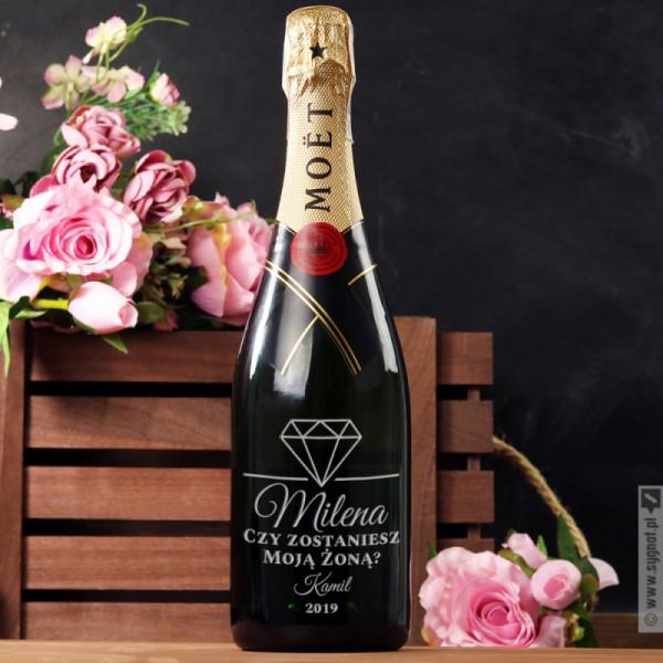 Marry Me - grawerowany szampan Moët & Chandon z personalizacją na zaręczyny