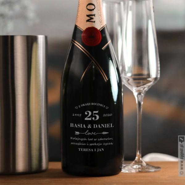 Personalizowany Moët & Chandon w zestawie z grawerowanymi szampanówkami i chłodziarką na rocznicę