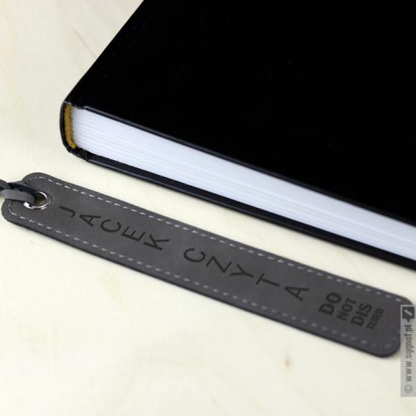 Do Not Disturb - grawerowana zakładka do książki