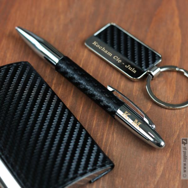 Grawerowany zestaw upominkowy wizytownik, brelok, długopis