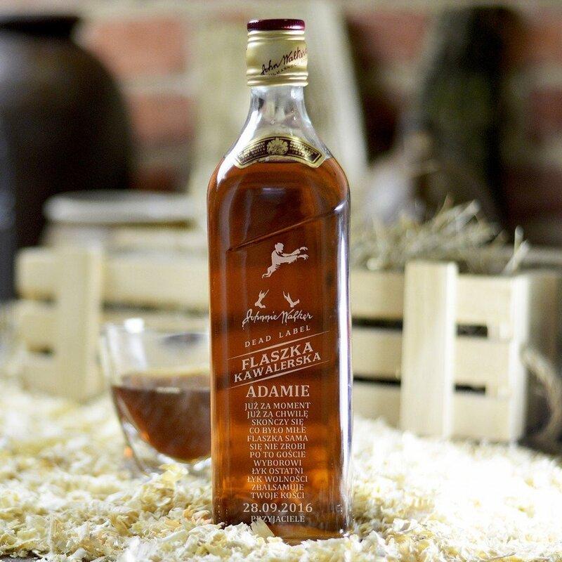 Zdjęcie produktu Flaszka Kawalerska - grawerowana whisky Johnnie Walker na wieczór kawalerski