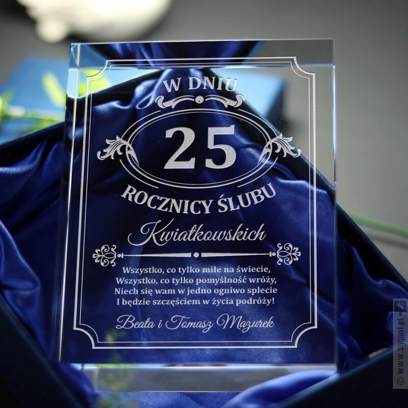 Zdjęcie produktu Szklana statuetka z grawerowanymi życzeniami z okazji rocznicy