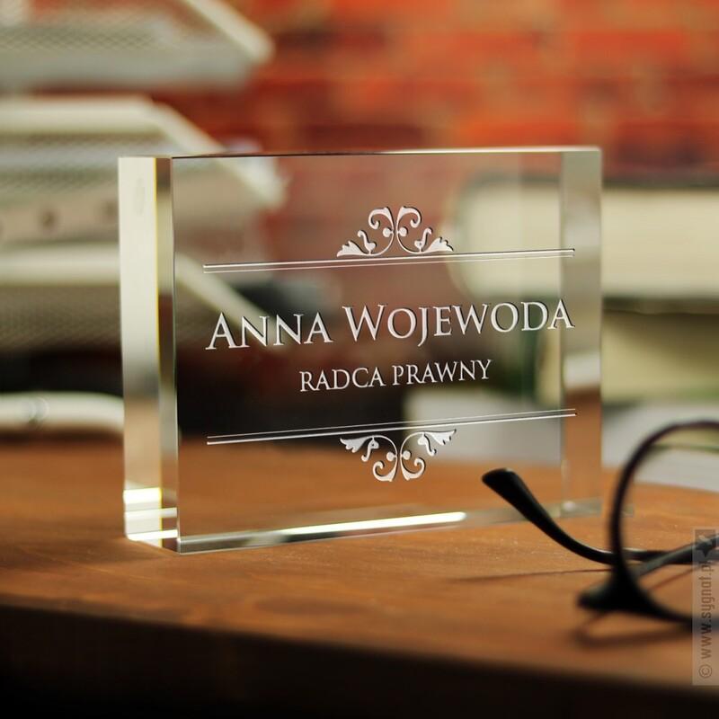 Zdjęcie produktu Glass Card - szklana statuetka z wygrawerowanym nazwiskiem