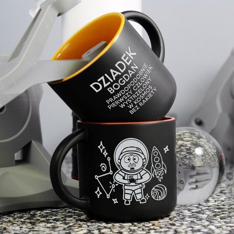 Zdjęcie produktu Dziadek Astronauta - grawerowany kubek z personalizacją dla dziadka