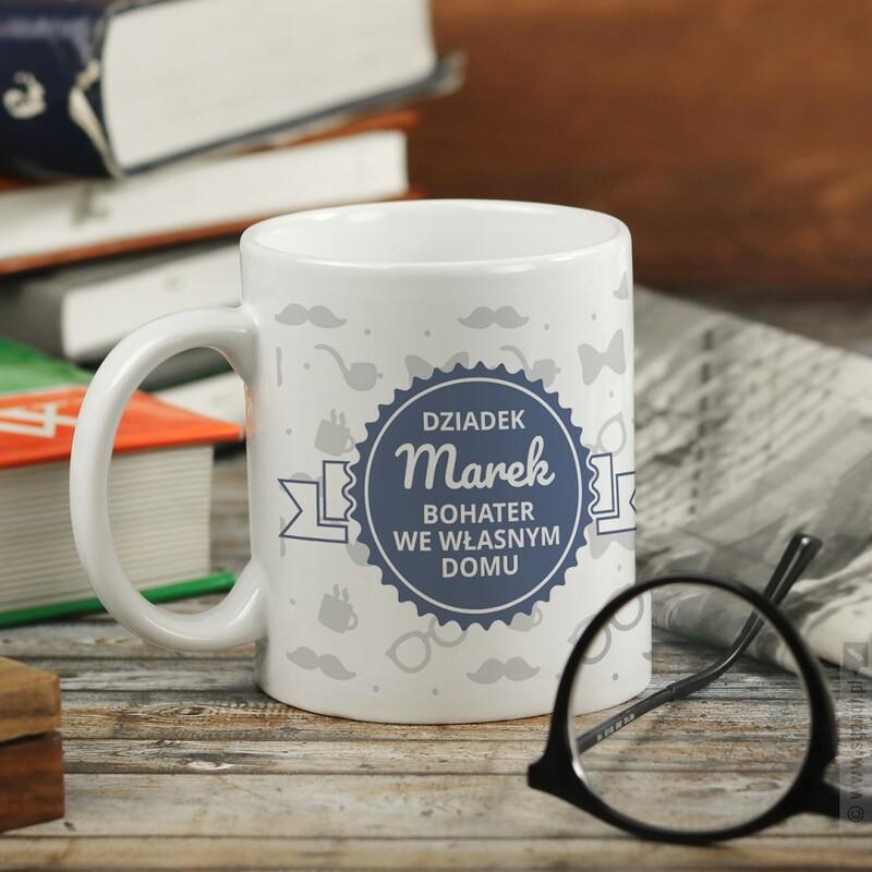 Zdjęcie produktu Bohater Domu - personalizowany kubek dla dziadka