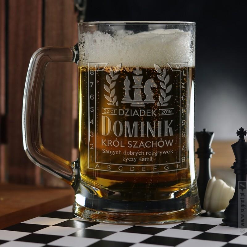 Zdjęcie produktu Dziadek Król Szachów - grawerowany kufel z personalizacją dla dziadka 500ml
