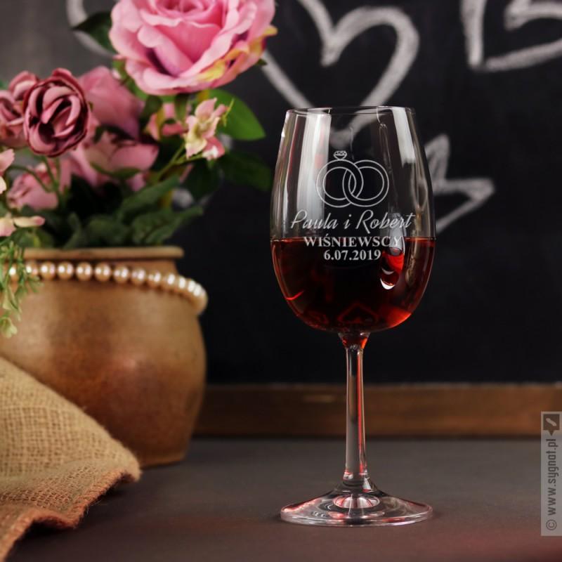 Zdjęcie produktu Rings - grawerowany kieliszek do wina z personalizacjądla Młodej Pary
