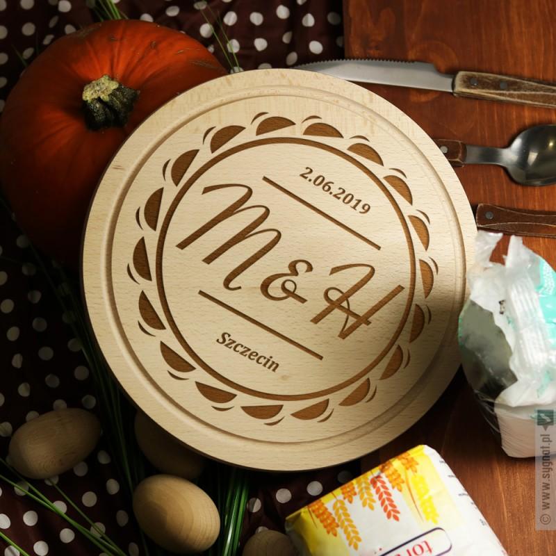 Zdjęcie produktu Grawerowana deska drewniana z personalizowanymi inicjałami dla pary