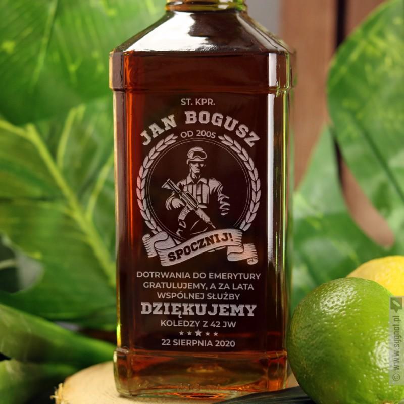 Zdjęcie produktu Spocznij! - grawerowana whiskey z personalizacją dla wojskowego