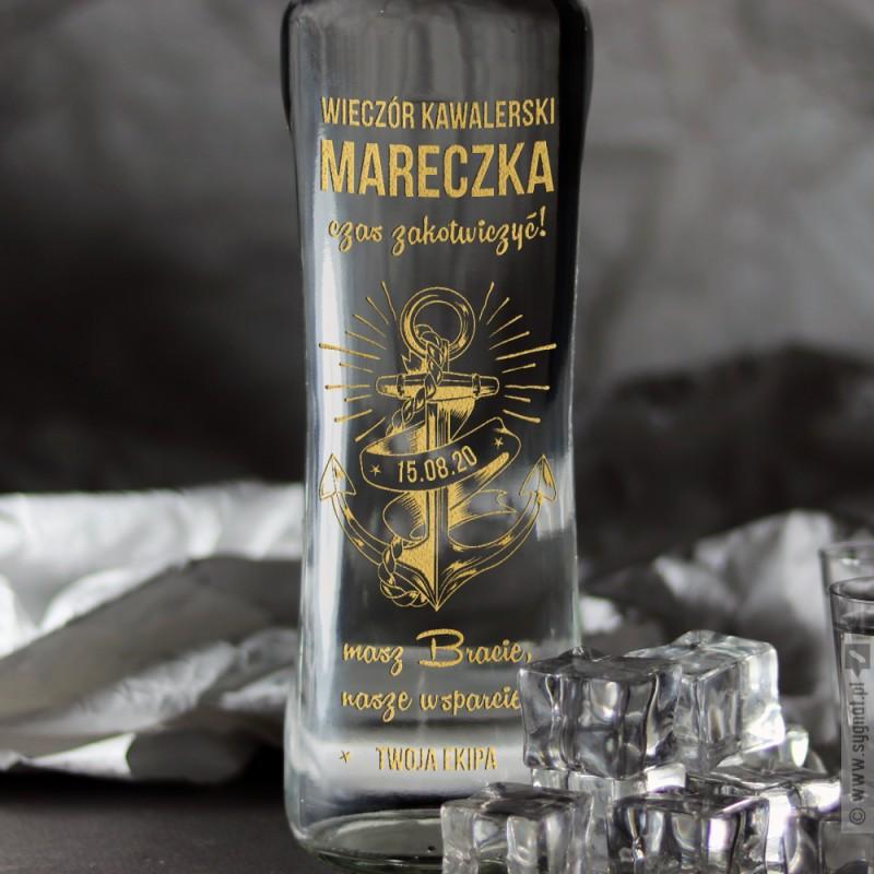 Zdjęcie produktu Zakotwiczony - grawerowana wódka z personalizacją na Wieczór Kawalerski