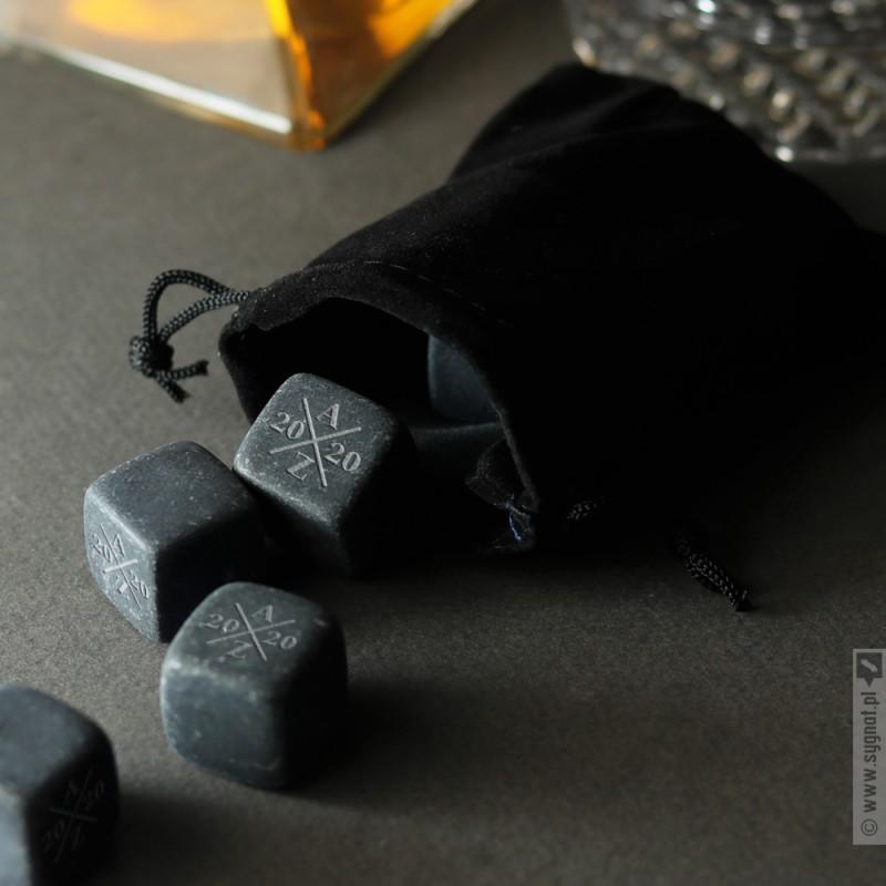 Zdjęcie produktu Grawerowane kostki kamienne do whisky