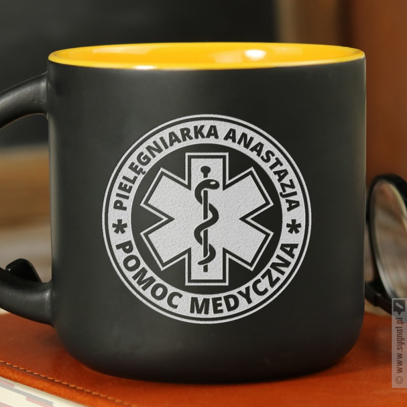 Zdjęcie produktu Pomoc Medyczna - grawerowany kubek z personalizacją