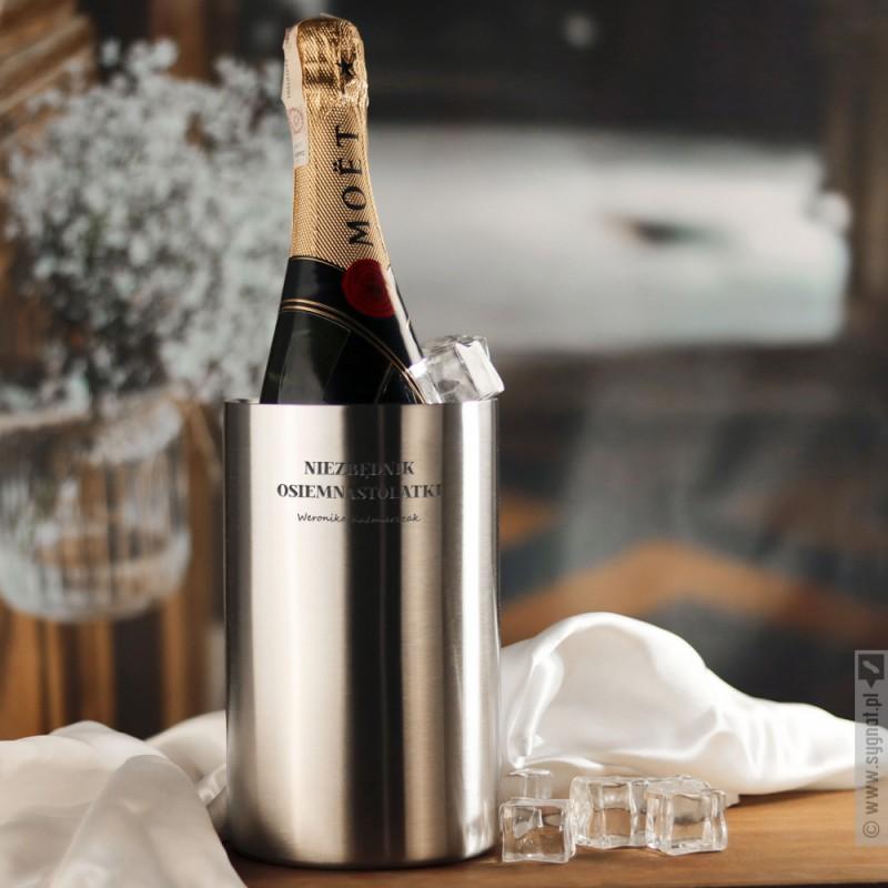 Zdjęcie produktu Osiemnaste Urodziny - grawerowany Moët & Chandon w zestawie z szampanówkami i chłodziarką