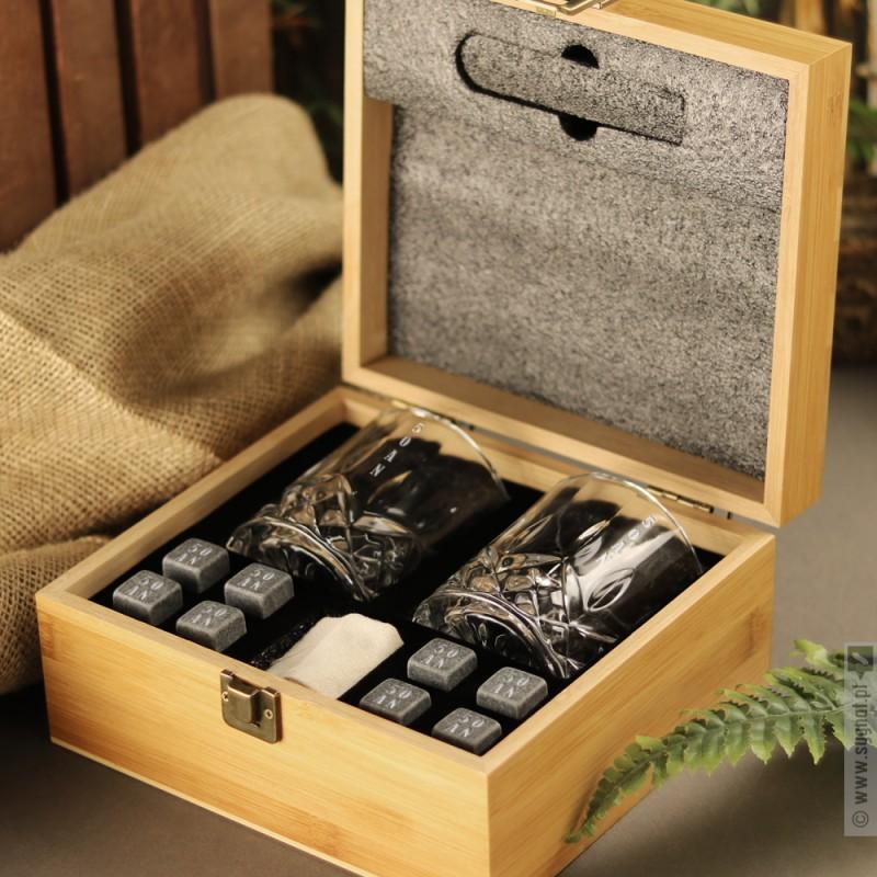 Zdjęcie produktu Whisky - personalizowany zestaw ze szklankami i kostkami do whisky na urodziny