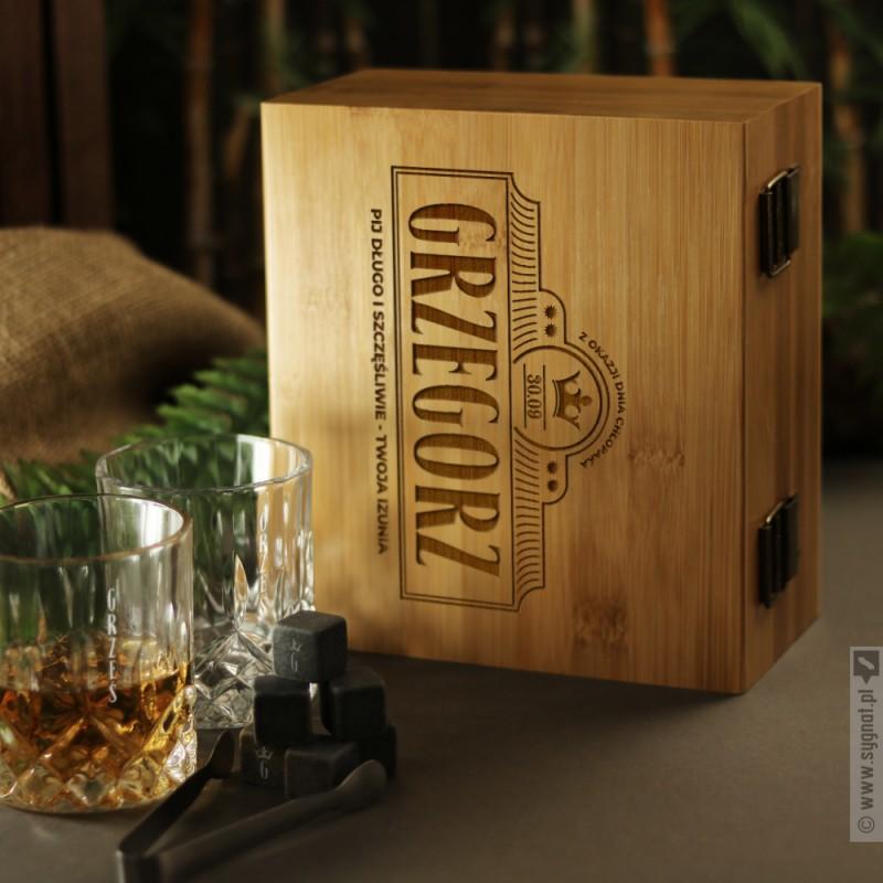 Zdjęcie produktu Pij Długo i Szczęśliwie - grawerowany zestaw do whisky na Dzień Chłopaka