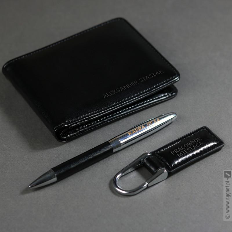 Zdjęcie produktu Pracownik Miesiąca - grawerowany zestaw upominkowy portfel, długopis, brelok