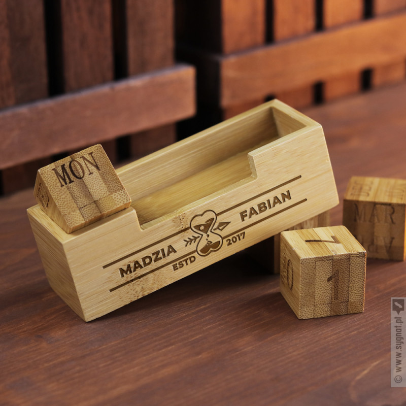 Zdjęcie produktu Bricks - bambusowy kalendarz wieczny z grawerunkiem dla zakochanych