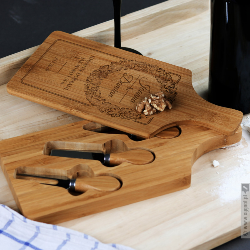 Zdjęcie produktu Idealnie Dobrani - grawerowana deska do serów z personalizacją