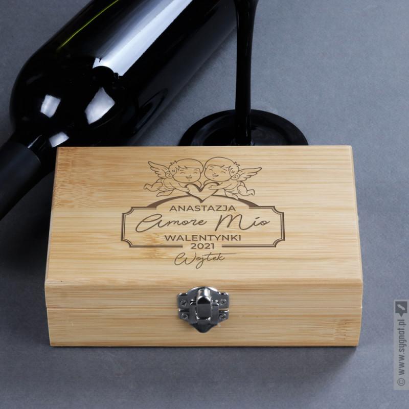 Zdjęcie produktu Amore Mio - grawerowany zestaw bambusowy do wina z personalizacją dla pary