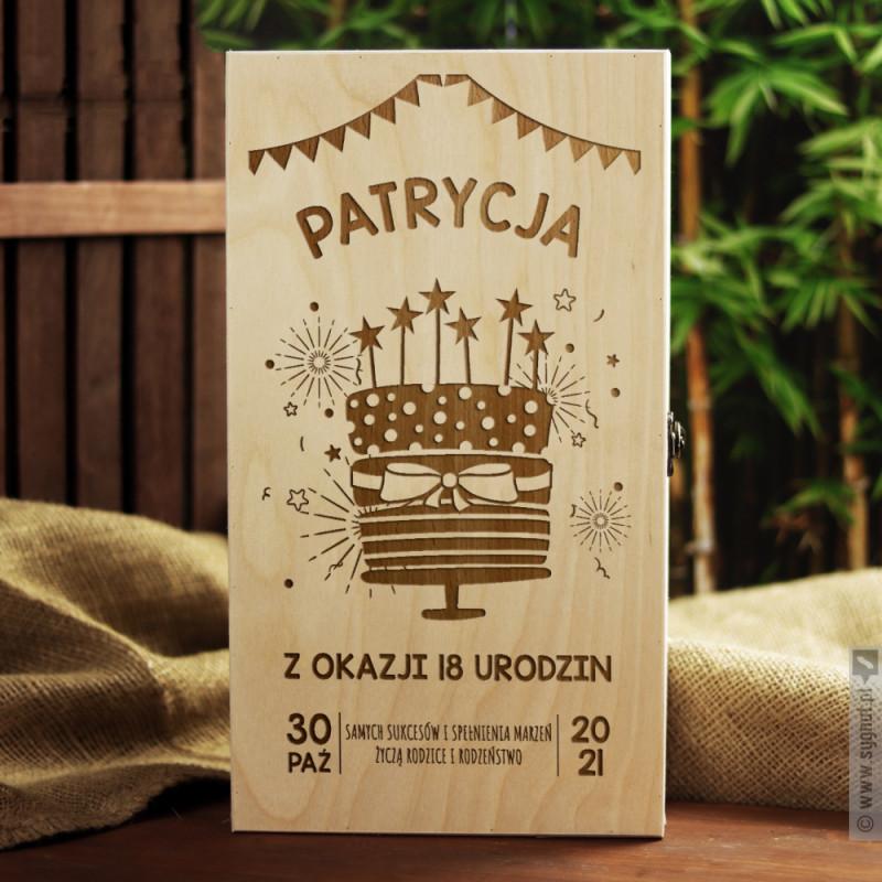 Zdjęcie produktu Tort Urodzinowy - grawerowana skrzynka-kuferek z personalizacją na urodziny