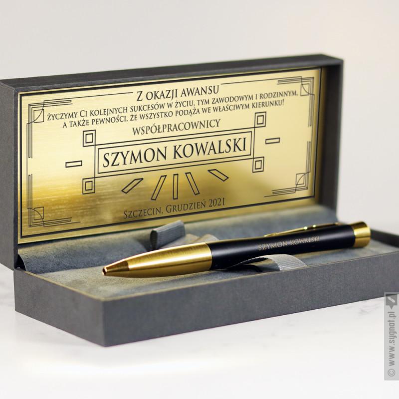 Zdjęcie produktu Grawerowany długopis Parker ze złotym wykończeniem w etui ze złotą blaszką