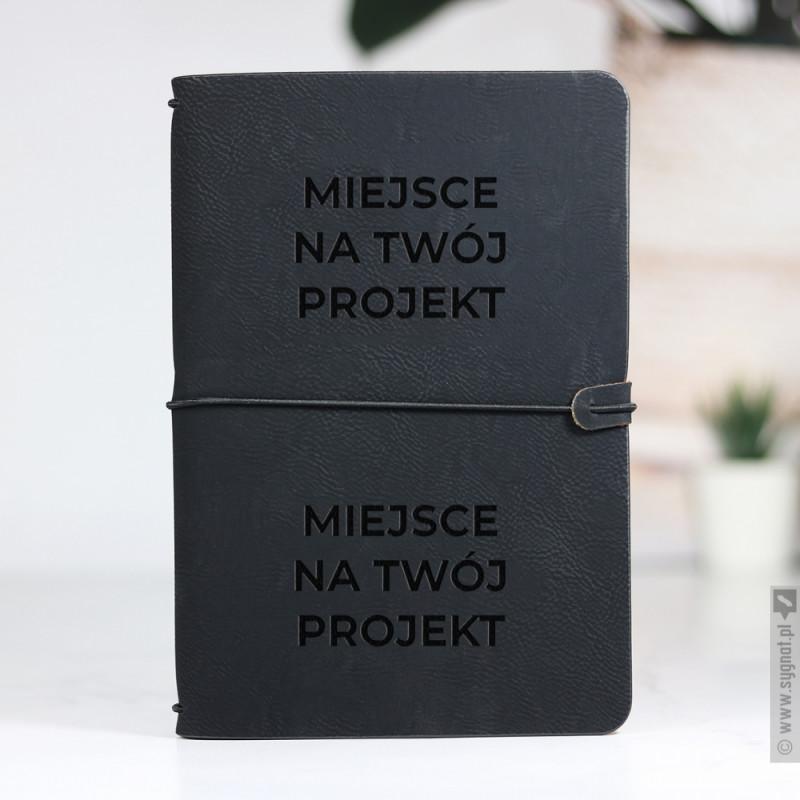 Zdjęcie produktu Czarny notatnik z ekoskóry z własną personalizacją