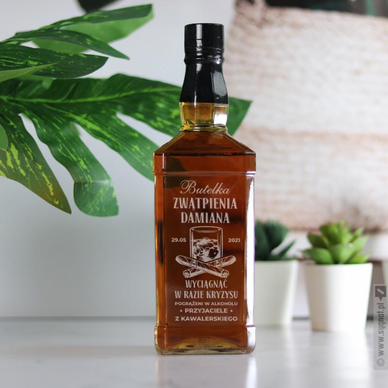 Zdjęcie produktu Butelka Zwątpienia - grawerowana whiskey z personalizacją na wieczór kawalerski
